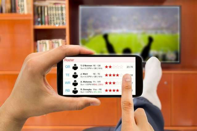 playing fantasy sports on your phone